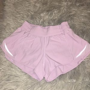 Lululemon Hotty Hot Short || in rose quartz pink
